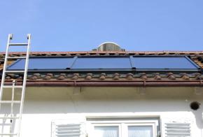 Praxistest Solarthermie: Indach-Montage von Kollektoren.
