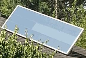 Luftkollektor auf dem Dach einer Hütte