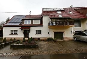 Haus mit Solarthermie und Photovoltaik