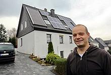 Thomas Funcke vor seinem Haus in Hagen