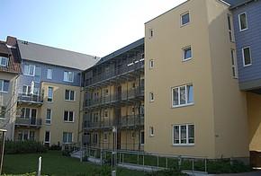 Großes Mehrfamilienhaus