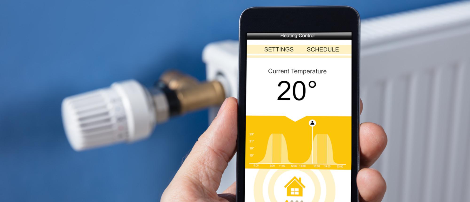 Smart Home: Mit dem Smartphone kann das Heizungsthermostat von überall aus gesteuert werden.